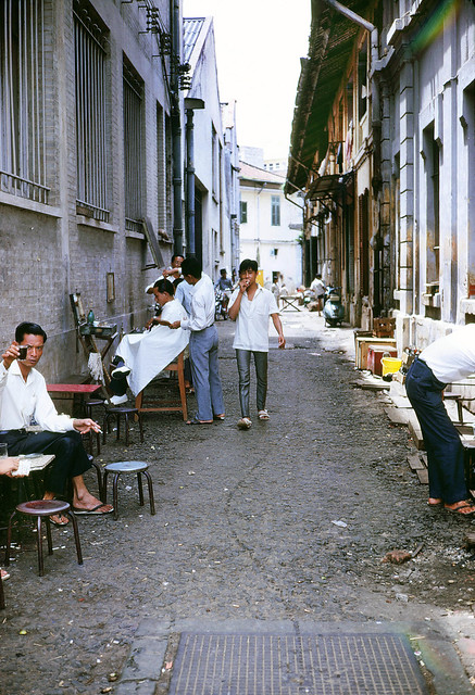 Outdoor barber shop Saigon Vietnam 1969 - Photo by Mike Gilmore