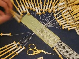 Master Lace Artist Shuffling Bobbins