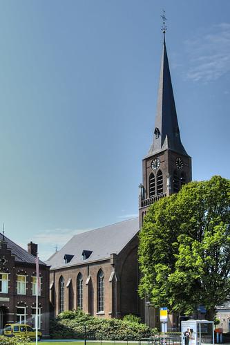 Loo, Sint-Petrus'-Bandenkerk.