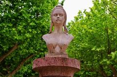 Tuchan, reproduction du buste de la république enlevé par les allemands en 1942