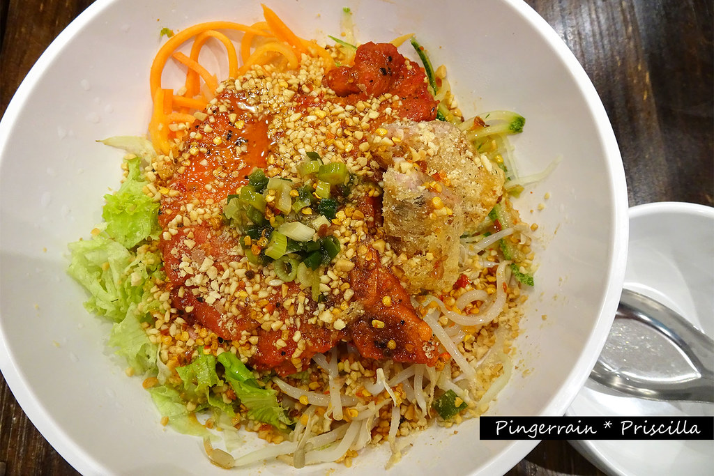 Dry Rice Vermicelli with roasted pork chop & spring roll