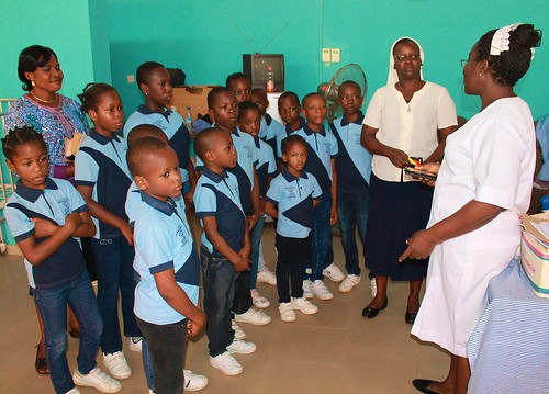 The students of St Louis Nursery and Primary School, Akure, recently paid a visit to a local hospital, where they visited the sick children, and donated money and gifts to the patients and their parents
