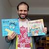"""Nuestro querido Moreno Veloso, que interpreta el papel de """"Arason"""", el monitor del campamento del círculo polar, acaba de recibir los libros y nos envía esta foto desde Río de Janeiro!"""