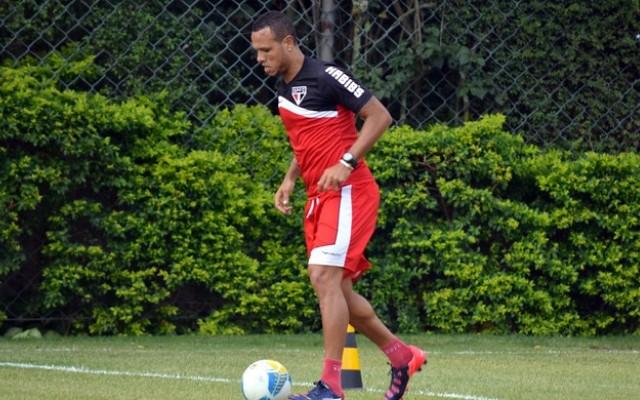 Luis Fabiano d� adeus ao S�o Paulo e promete anunciar futuro na quinta-feira