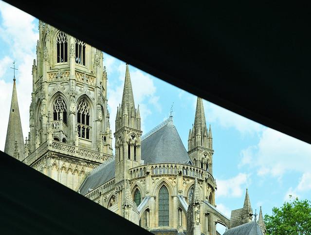 Bayeux Normandie Calvados normannische Gotik Kathedrale Notre Dame de Bayeux Cathédrale de Bayeux Sakralbau karolingischer romanischer Vorgängerbau gotischer Stil Foto Brigitte Stolle 2015