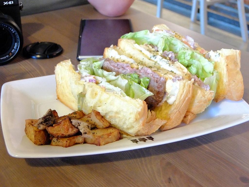 漢堡牛三明治