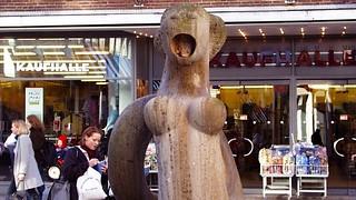 Brunnen-Skulptur Holm-Nixe von Ulrich Beier (1977 ) in Flensburg