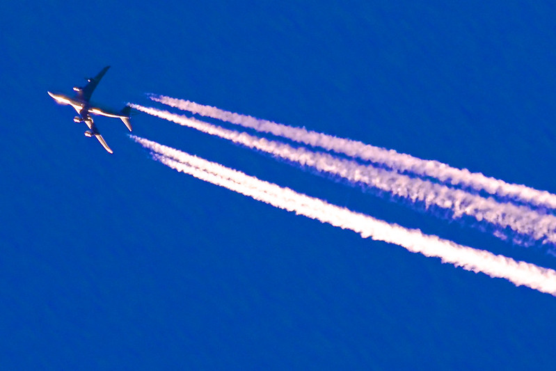 Contrail of a Cathay Pacific Boeing 747-400
