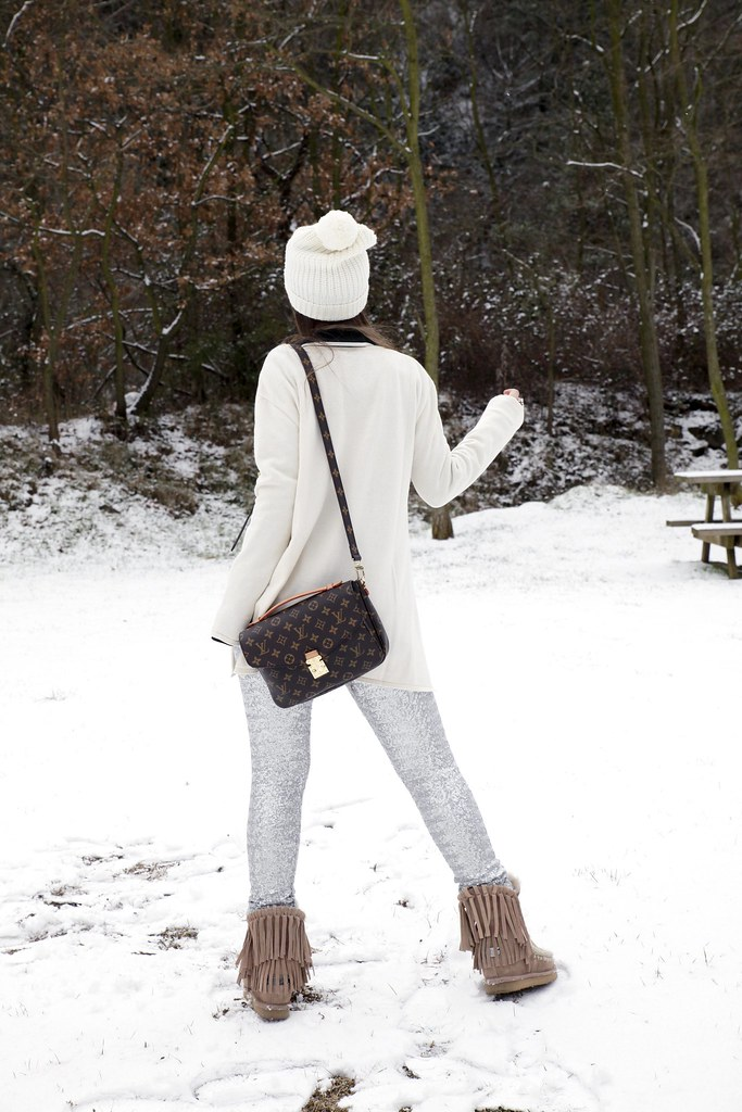 014_SNOW_GIRL_OUTFIT_THEGUESTGIRL_LAURA_SANTOLARIA_FASHION_BLOGGER_RUGACOLLECTION_MOUBOOTS_WINTER