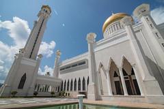 Sultan Omar Ali Saifuddin Mosque-LR1