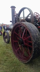 aircraft engine(0.0), tractor(0.0), wheel(1.0), vehicle(1.0), cannon(1.0),