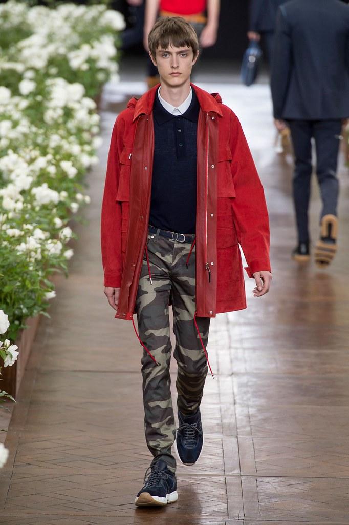 Jesper Trip3065_SS16 Paris Dior Homme(fashionising.com)