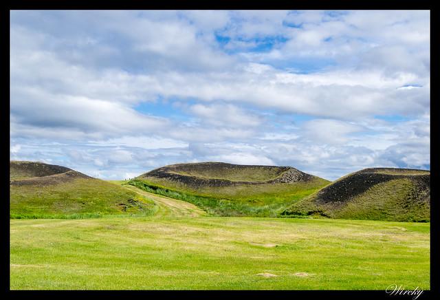 Islandia Myvatn Godafoss Akureyri Glaumbaer Vidimyrarkirkja Grundarfjordur - Pseudocráteres de Skútustadir en lago Mývatn