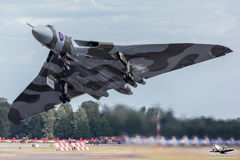 Farewell to Flight - XH558 heading to the sky on her last appearance at RIAT