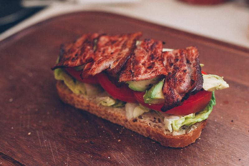 Sanduíche Avocado BLT