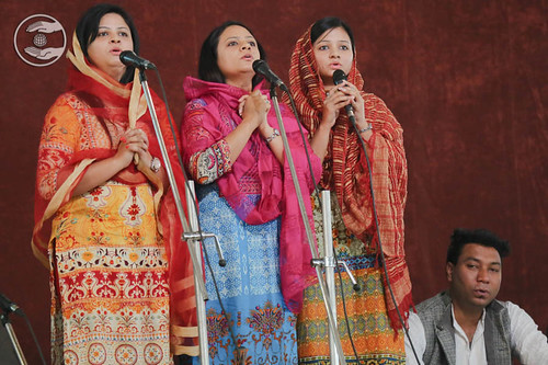 Devotional song by Warsha and Saathi from Bhogal, Delhi