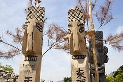 tourism(0.0), monument(0.0), tower(0.0), statue(0.0), totem pole(1.0), art(1.0), tree(1.0), sculpture(1.0), landmark(1.0),