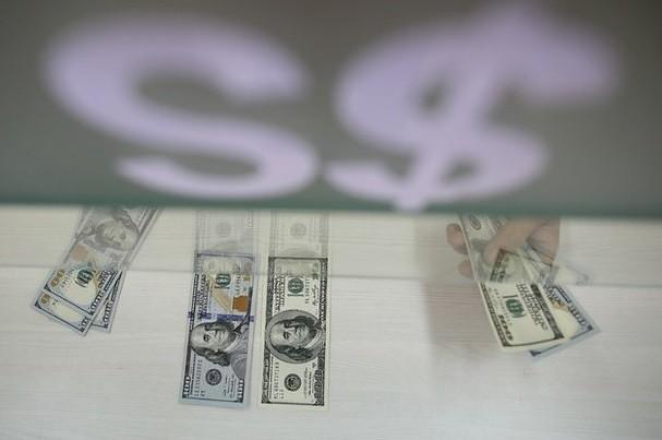 Profundiza el peso su caída; dólar se vende a $16.40
