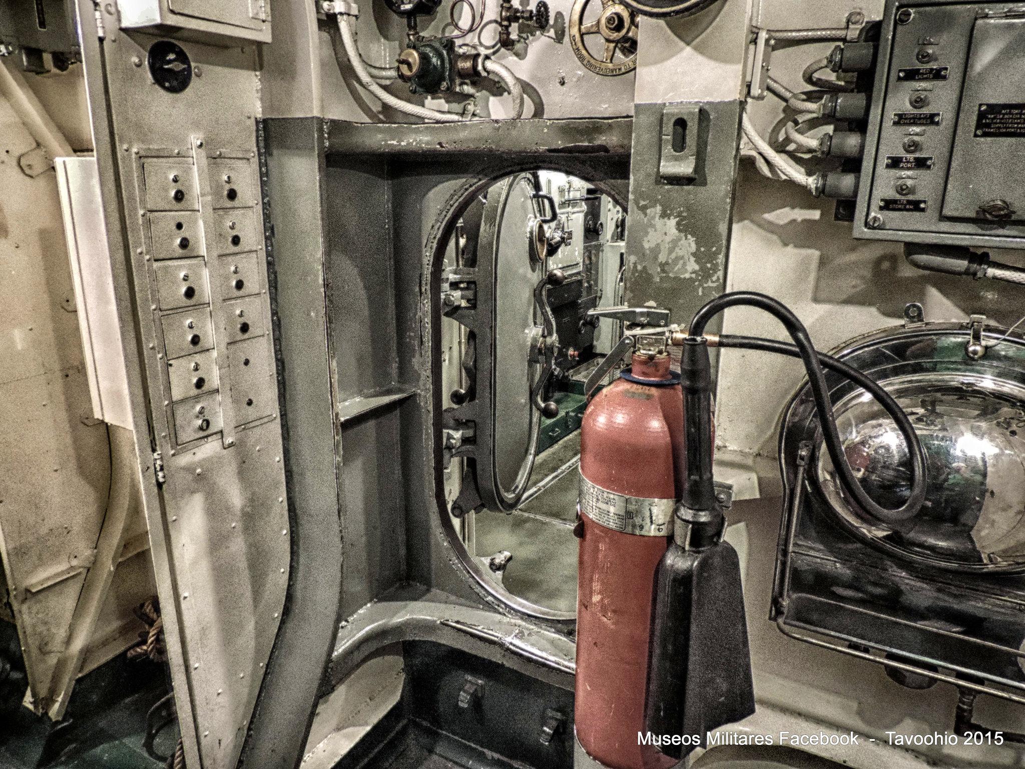 Pasillo interior del USS Pampanito