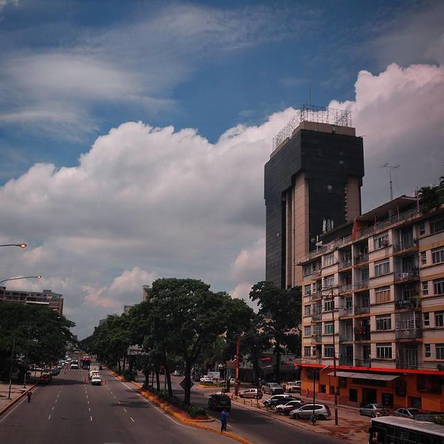 #avbolivar #Camoruco #nubes #nubesdealgodon #Cielo #azul #Valencia #Venezuela
