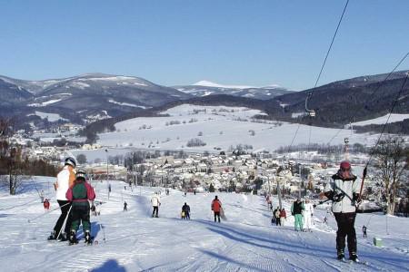 Skiareál Mladé Buky - zábava na sněhu pro rodiny s dětmi
