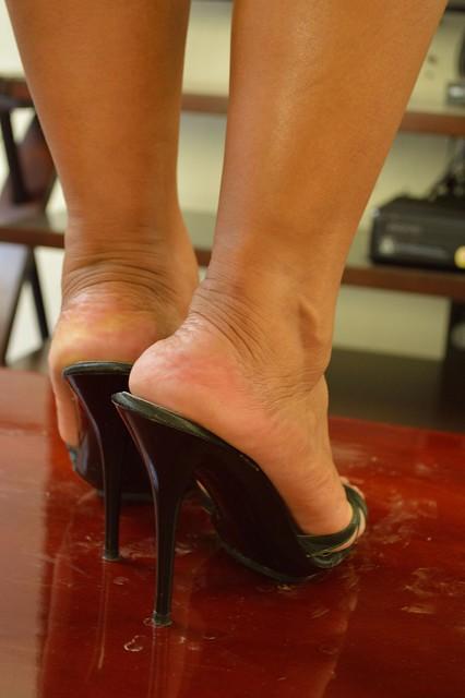 Ebony veiny feet
