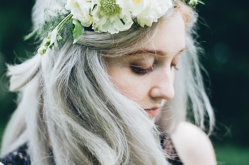 DIY Flower Crown and Silver Hair on juliettelaura.blogspot.com
