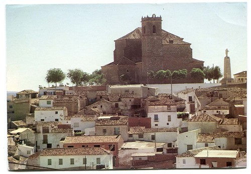 Santa Cruz de la Zarza (Toledo):vista parcial e Iglesia de Santiago