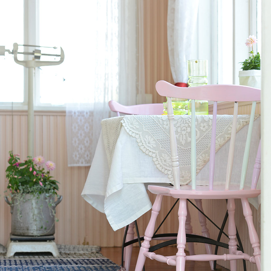 Ice cream painted chairs by Jutta Rikola for Unelmien Talo&Koti magazine
