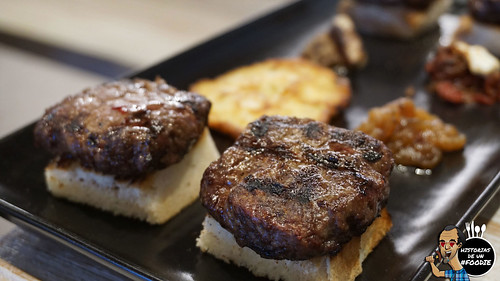 4 mini-quadra-hamburguesas de vaca gallega con sus sombreros