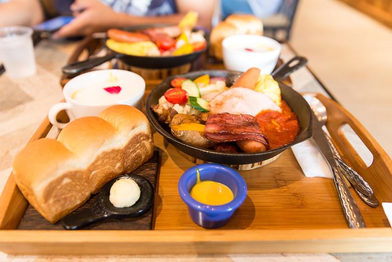 今日熱門文章:【高雄】A LITTLE MORE 多一點咖啡館