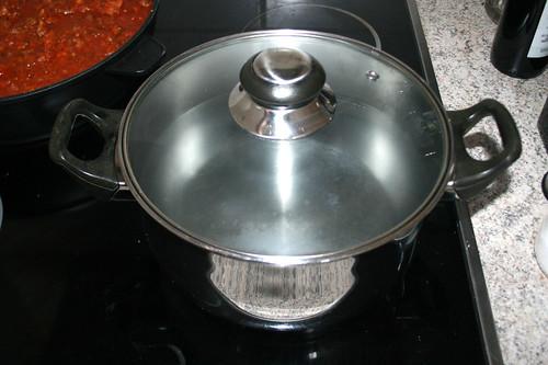 44 - Wasser für Tagliatelle aufsetzen / Bring water for tagliatelle to a boil