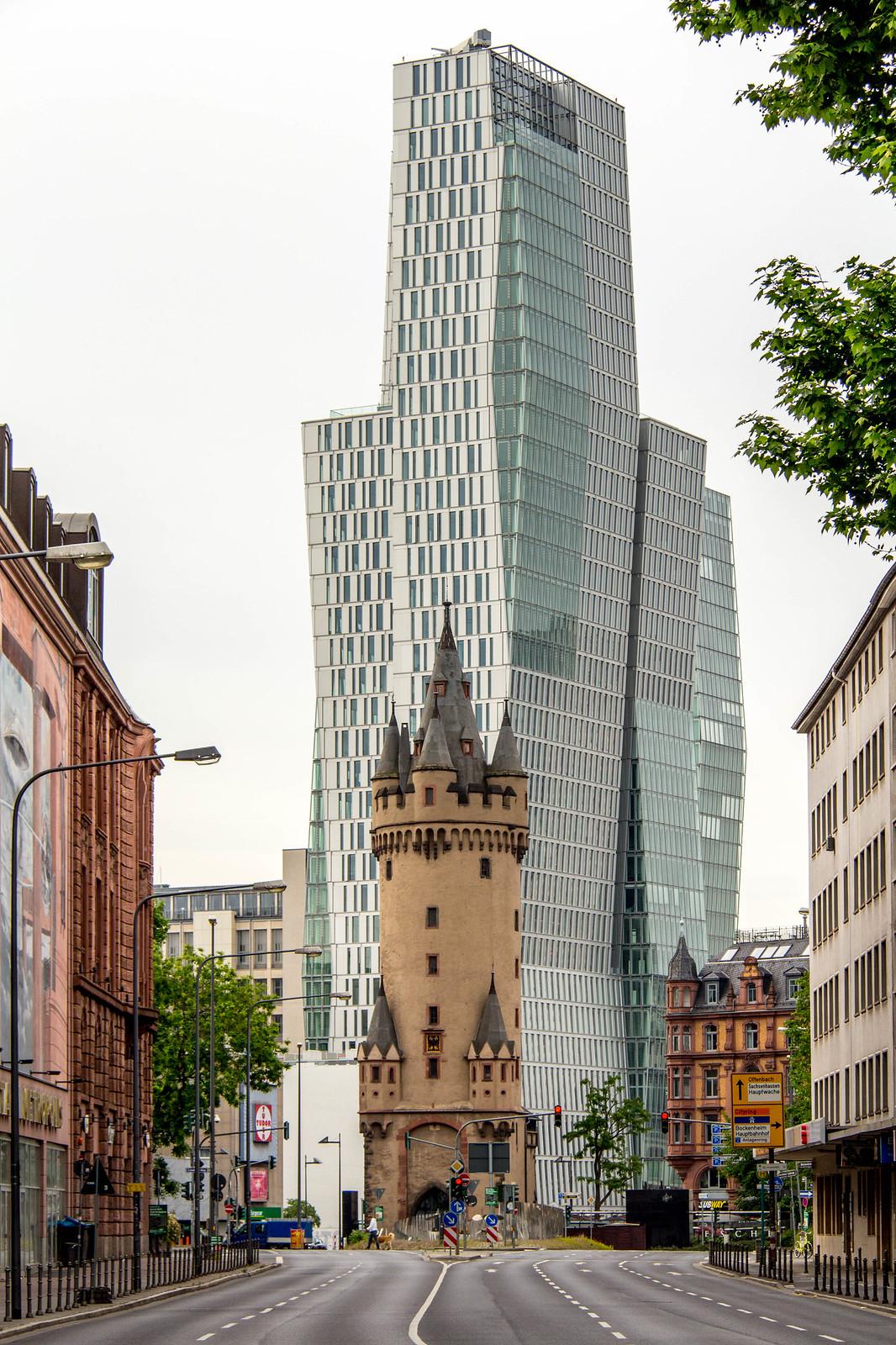 Eschenheimer Turm und Nextower, Frankfurt am Main