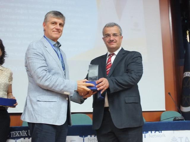"""Prof. Dr. Tayfun Uzbay'a """"En İyi Bilim İnsanı"""" ödülü 2"""