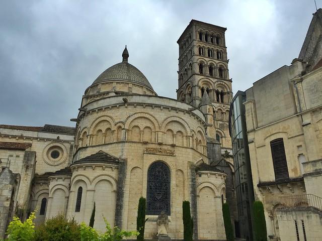 El museo de Angulema se sitúa junto a la catedral de San Pedro