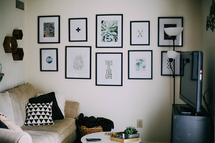 decorating on a budget, how to decorate a small apartment, apartment decor ideas, small apartment decorations, small apartment decor, small apartment decor ideas, how to decorate an apartment on a budget, how to decorate a small apartment on a budget, small space living, small spaces, white space decor, small space decor, gallery wall ideas, how to make a gallery wall