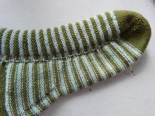 полосатые носки с изнанки перекрещивание нитей