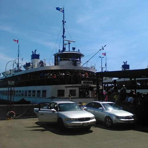 Boarding the Center Island ferry #toronto #torontoislands #ferry #centreisland