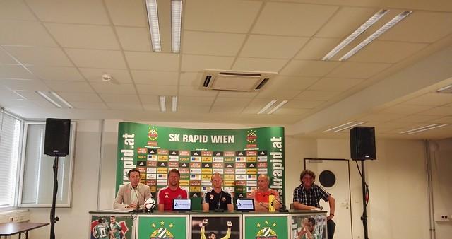 Geschäftsführer Christoph Peschek, Trainer Zoran Barisic, Mario Sonnleitner, Sportdirektor Andreas Müller, Pressesprecher Peter Klinglmüller