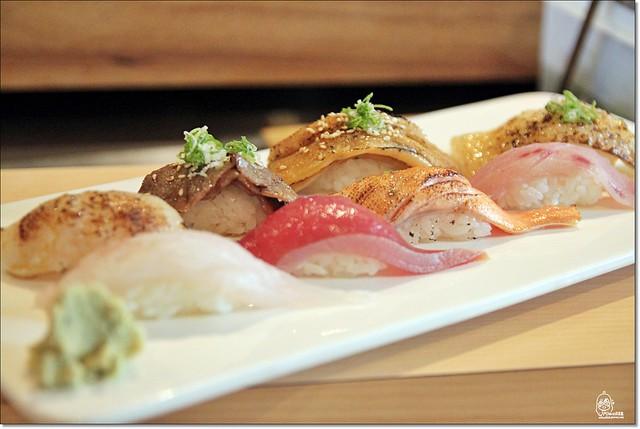 20042849880 2ceaba9210 z - 『熱血採訪』本壽司sushi stores-職人專注用心的日本料理精神,精緻生猛海鮮無菜單料理。情人節&父親節雙人套餐超值推出,道道是主菜,處處有驚喜。