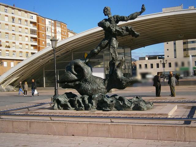 Hombre sobre delfín ( Oviedo Asturias )