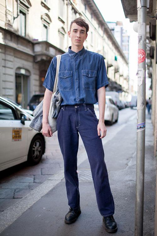 半袖デニムシャツ×紺ワークパンツ×黒ブーツ