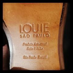 Eu sempre gostei de bons sapatos. Mas a minha paixão teve um pequeno upgrade depois que eu conheci a @louiesaopaulo. *************** Hoje chegou o meu novo companheiro de aventuras: meu Derby Ancona. :wink: Quem já assistiu alguma aula minha, ou algum web