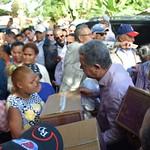 Leonel Fernández continúa reparto de cajas navideñas en zonas afectadas por lluvias