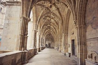 http://hojeconhecemos.blogspot.com.es/2015/07/claustro-e-museu-da-catedral-santa.html
