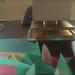 """Jetzt kann die zeitoptimierte Massenproduktion beginnen. :D  Zusammen mit meinem Programm um die Vögel mit einem beliebigen Motiv zu bedrucken, ist es mir jetzt möglich auf Messen und anderen Veranstaltungen speziell angepasste Origami-Giveaways in """"Nullzeit"""" zu falten und zu verteilen."""