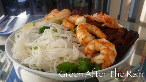 150728 Vermicelli Noodle Bowl with Char-Grilled Pork Skewers and Shrimp