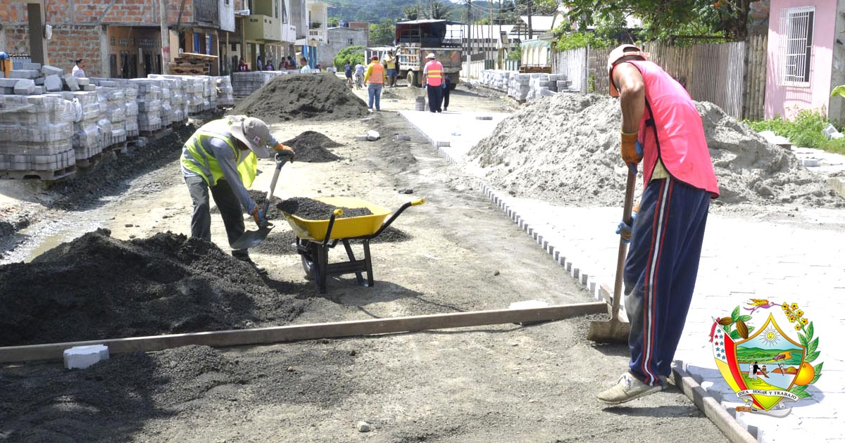 Continúan los trabajos del adoquinado en calles de Chone
