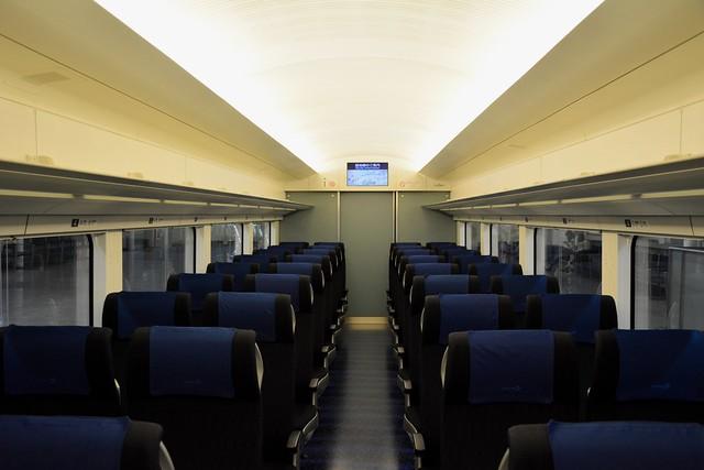 新型AE形電車:車内