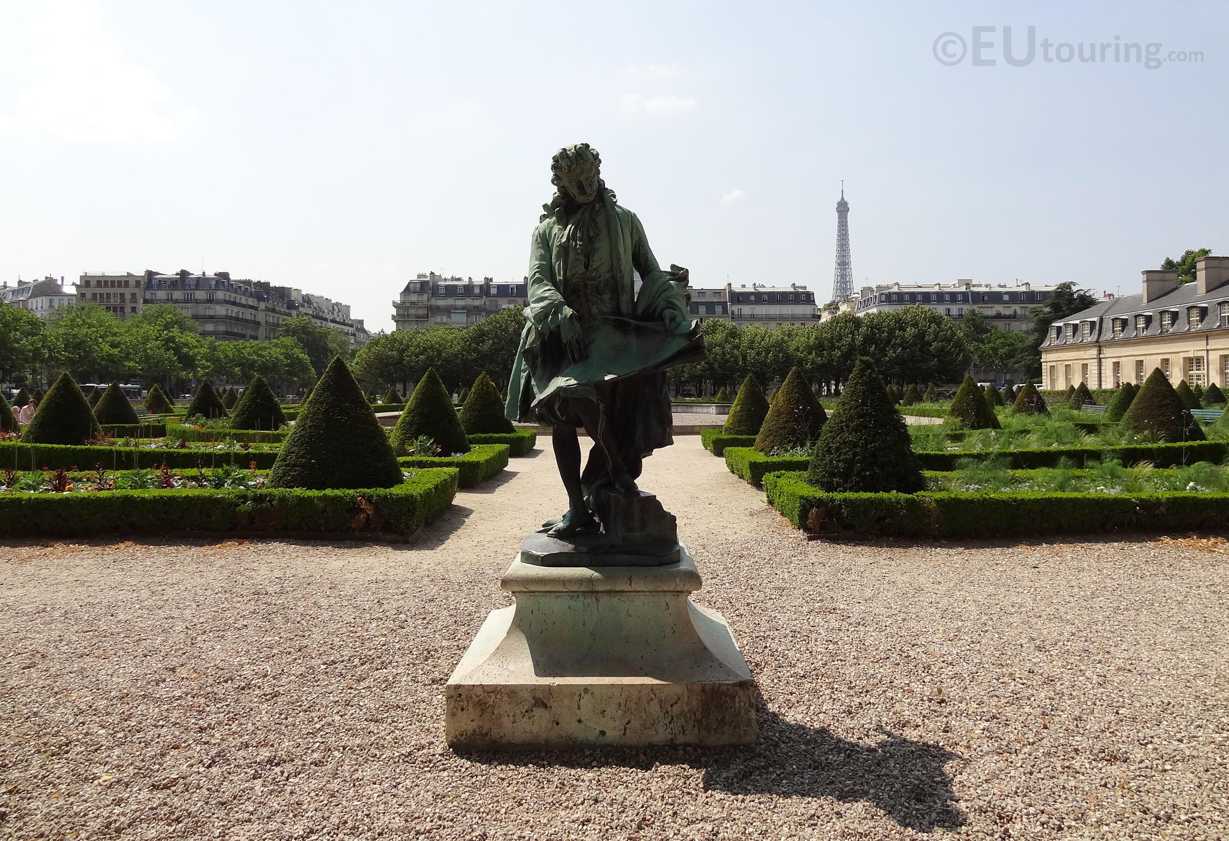 Jules Hardouin Mansart statue